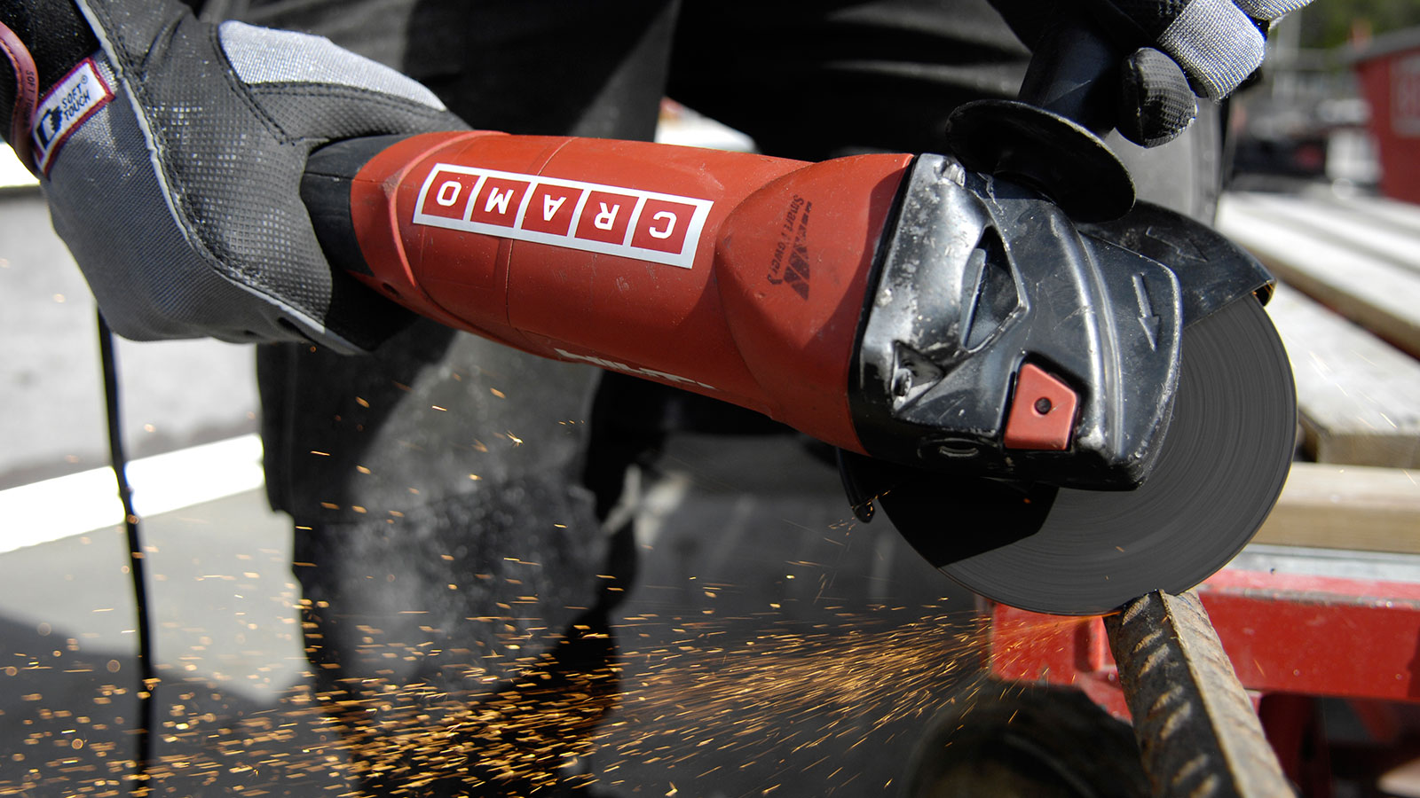 cramo_cross_cut_angular_grinder_1_web.jpg